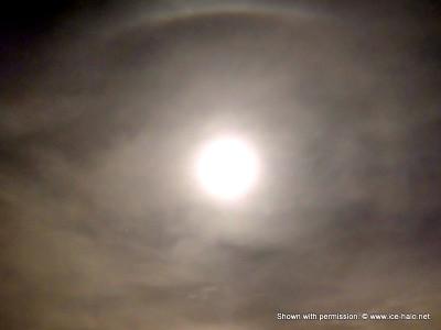 лунное гало с верхней касательной дугой