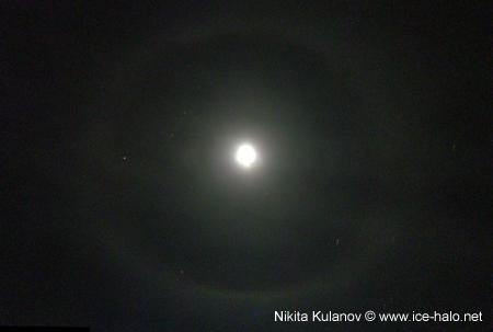 опоясывающее гало вокруг луны