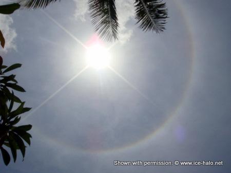 радужный круг вокруг солнца - это гало